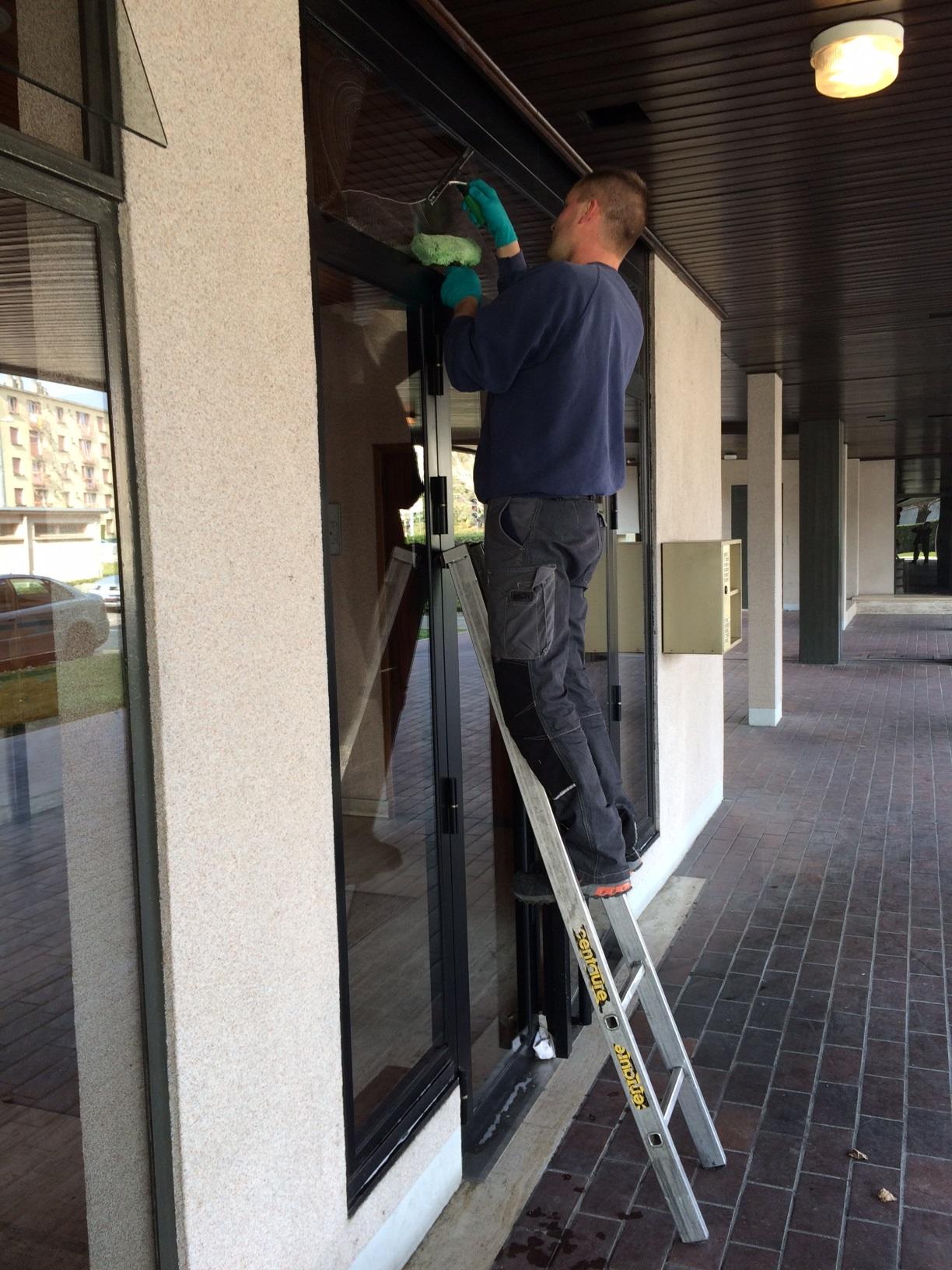 Laveur de vitres 1
